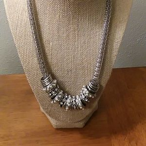 Beautiful statement silver tone necklace w/rings